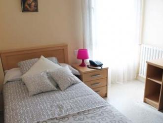 Dormitorio de la residencia universitaria de las Trinitarias en Bilbao